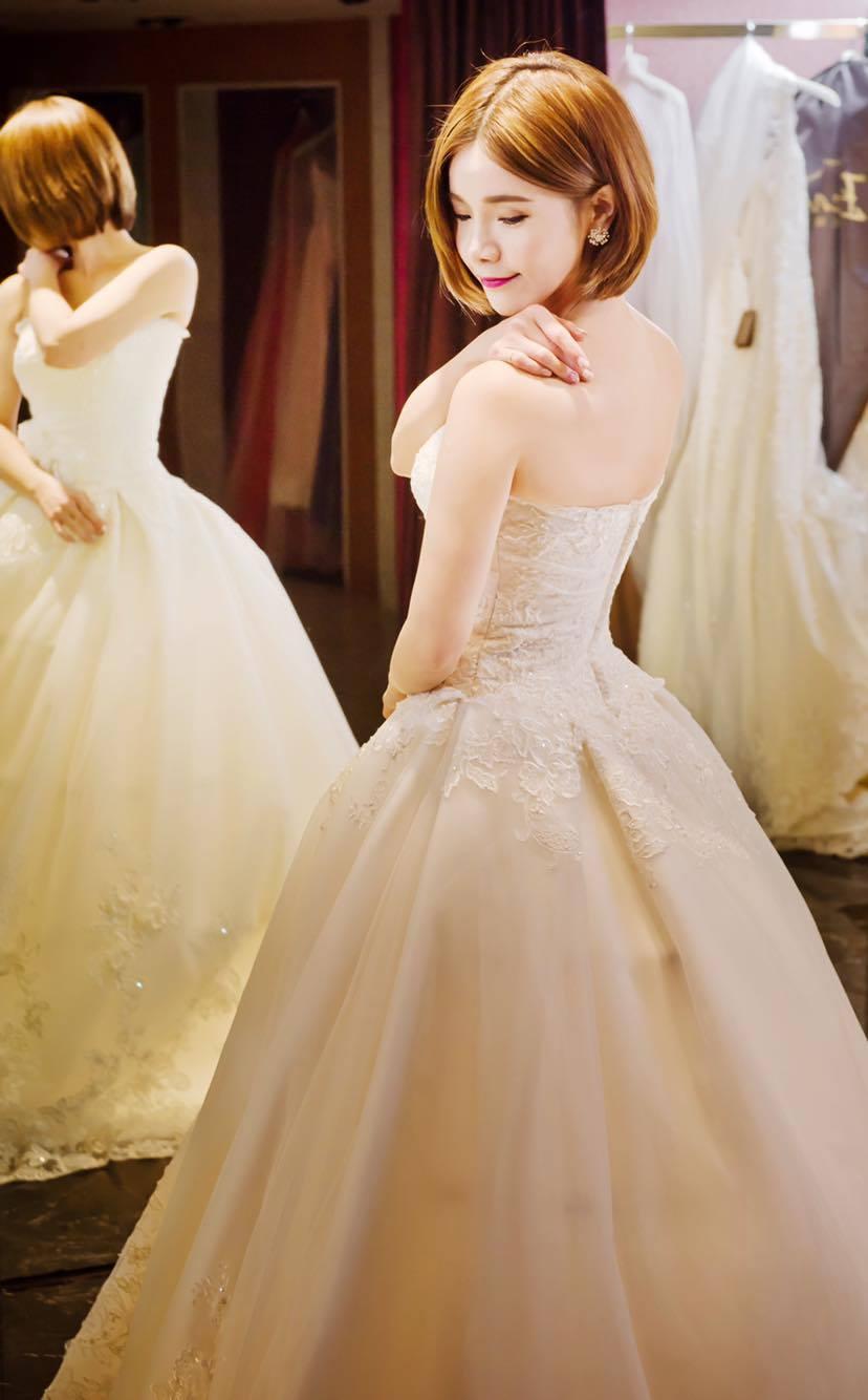 台中 Claire 禮服出租|台中比堤|自助婚紗租借,手工訂製白紗結婚禮服 6 套試穿分享 :)